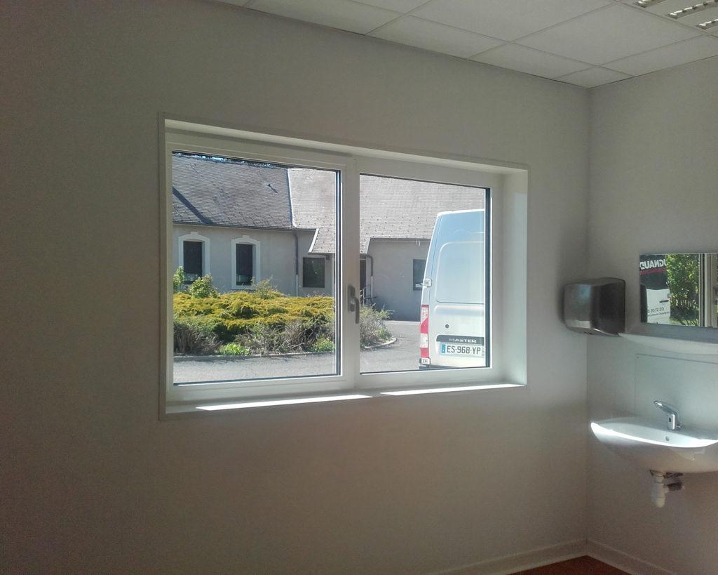 Fenêtre sans rupture thermique pour cabinet médical